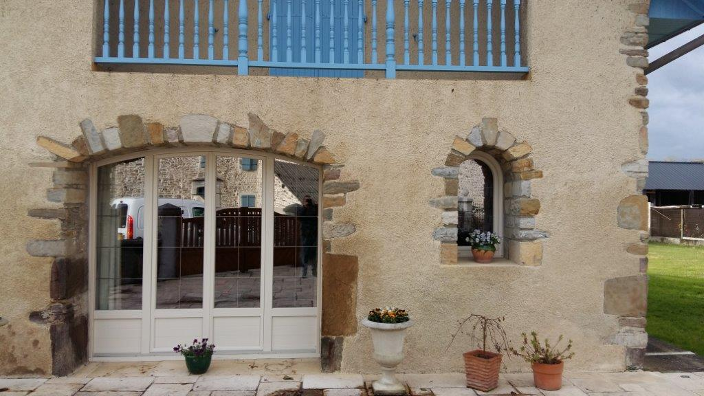 Menuiseries PVC blanc à Castera Prechacq