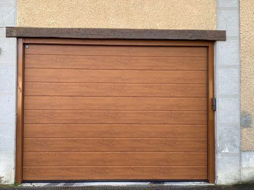 Porte de garage à Peyrouse