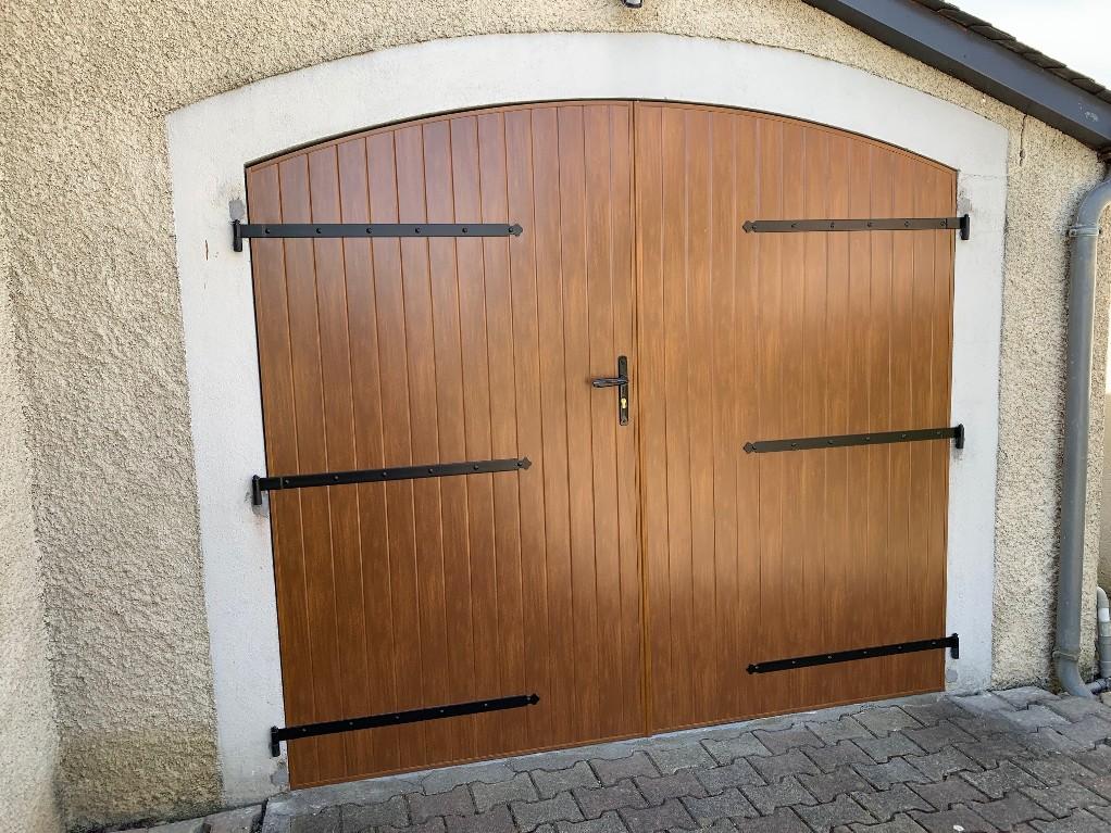 Porte de garage en aluminium à AURENSAN